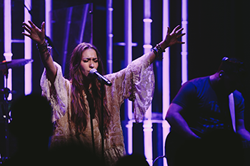 Lauren Daigle Is a Sister in Christ and an Effective Minister